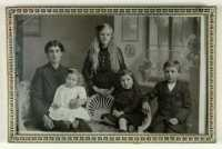 Eliza Davies and her family, probably taken in 1916 while they were still in mourning for Huw. Mrs Dorothy Jones 2018.